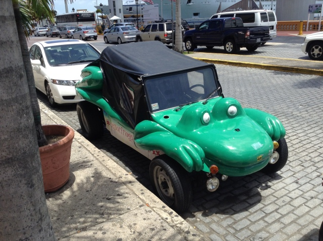 Randy spotted this Senor Frogs car just before we got back to the port.
